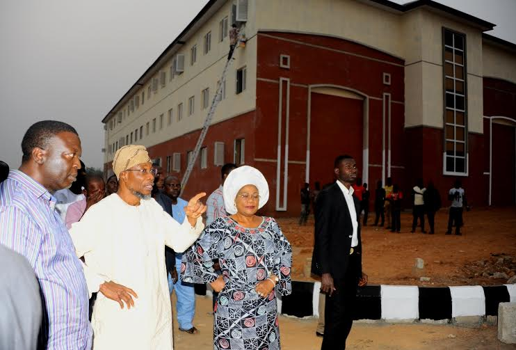 Photonews: Ogbeni Rauf Aregbesola Inspects School Contruction Project In Ede
