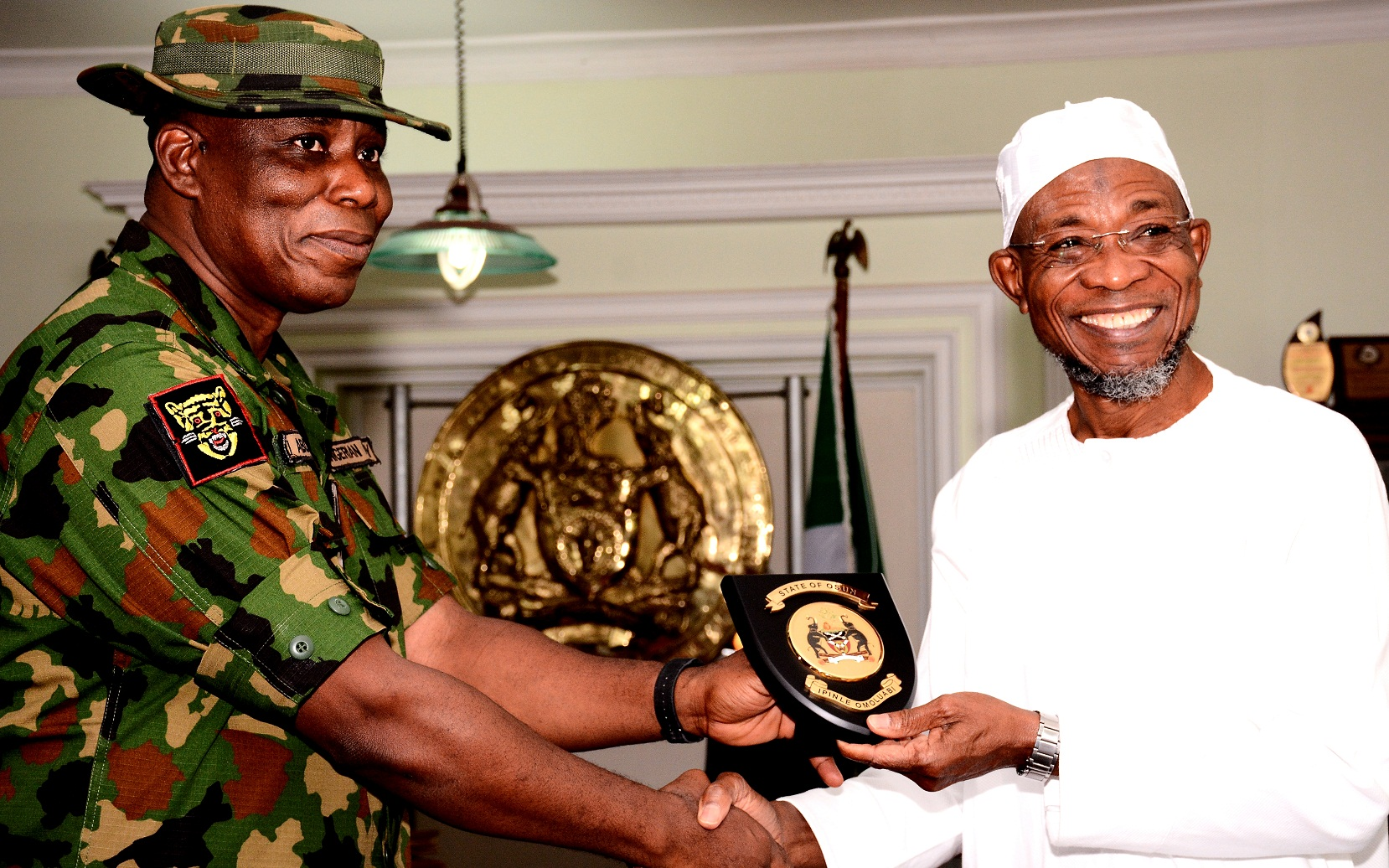 New GOC 2nd Mechanised Division In Courtesy Visit To Aregbesola (Photos)