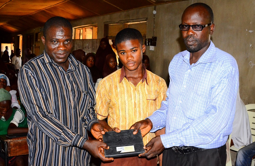 Again! Osun Government Distributes Opon-Imo To Students