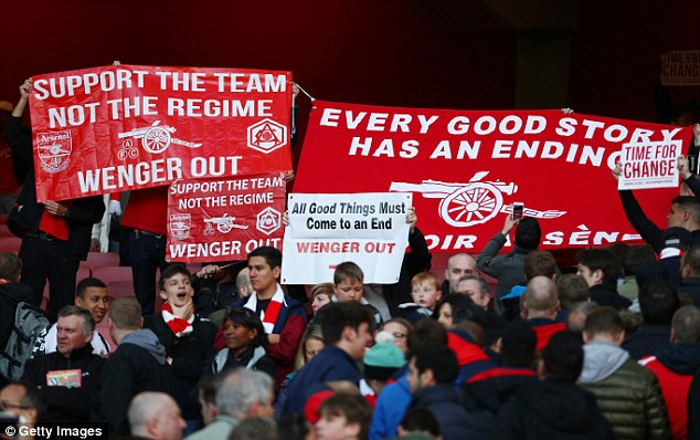 Arsene Wenger Applaud Fans Despite Protest
