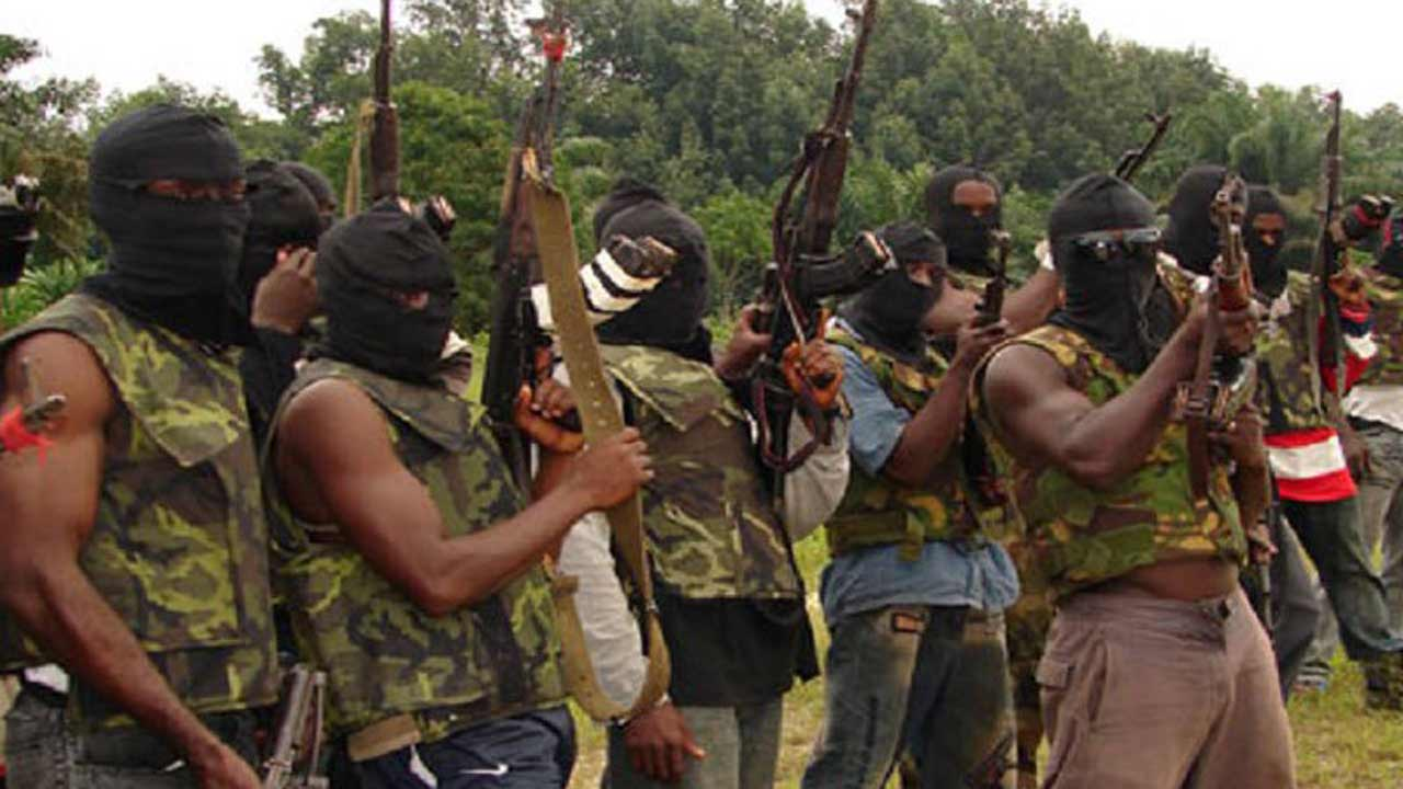 BREAKING: Niger Delta Avengers Threaten To Resume 'Deadly' Attacks