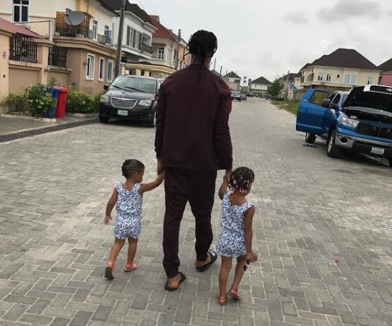 Flavour Takes A Stroll With His Daughters, Sophia & Gabriella (photo)