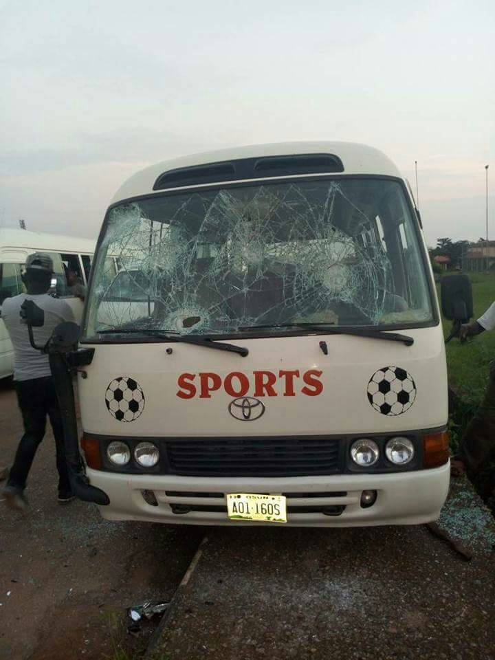 Hoodlums Attack Osun United Fans, Vandalise 8 Buses In Ogun