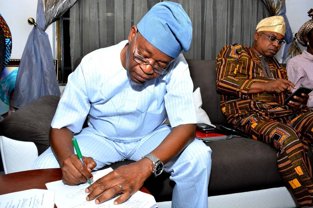 PHOTONEWS: Osun Workers, Government Sign MOU To Call Off  Strike
