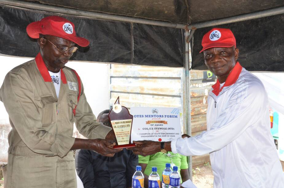 OYES Mentor Forum Organizes End Of The Year Party, Awards Commandant