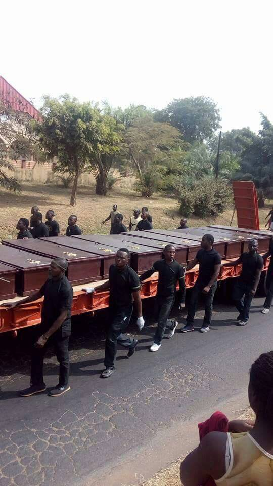 Benue Buries Victims Slaughtered By Alleged Fulani Herdsmen (PHOTOS & VIDEO)