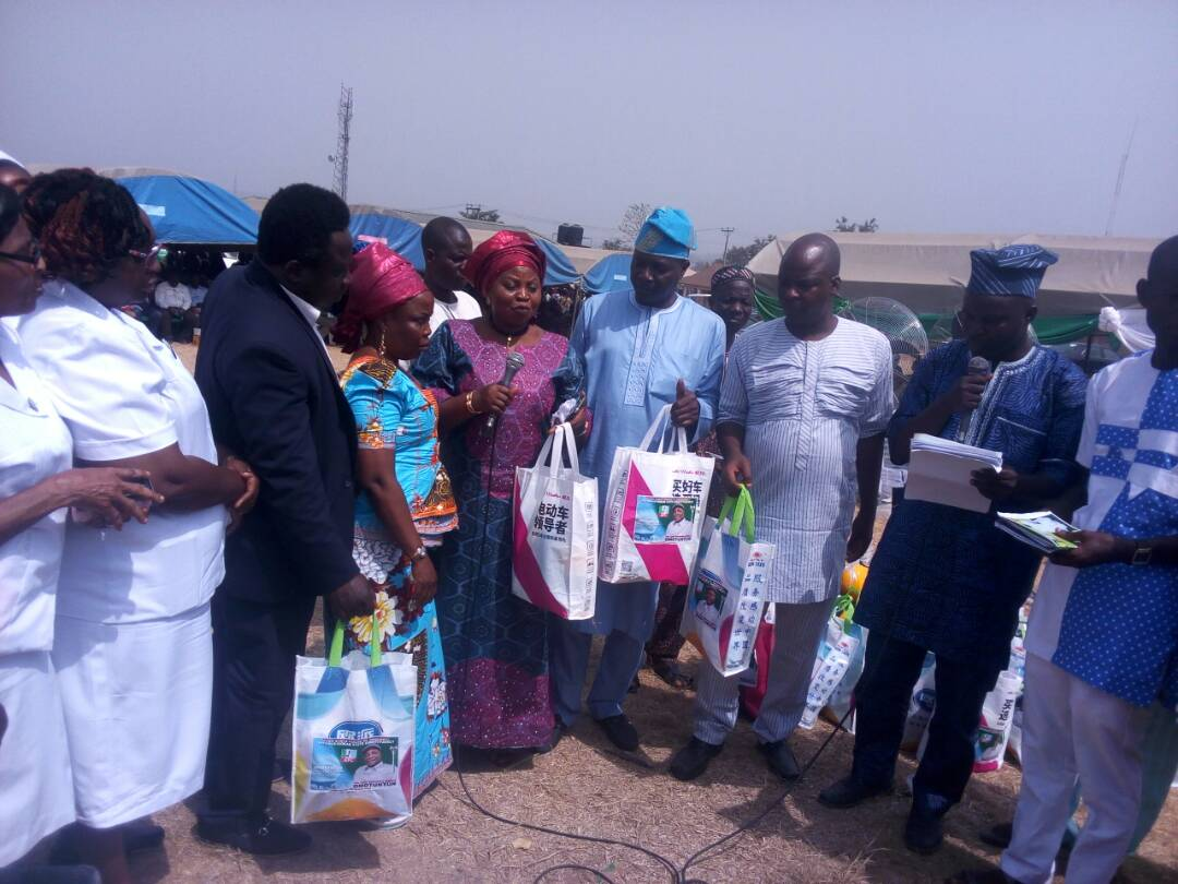 Osun Lawmaker Distributes Delivery Packs To Pregnant Women, Notebooks For Students