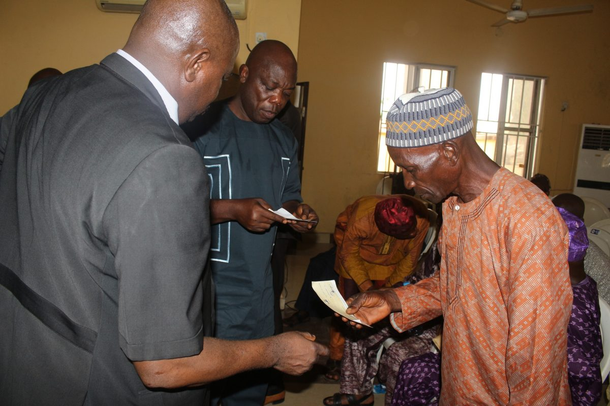 Osun Commences Payment Of Gratuity To 2011/2012 Pensioners