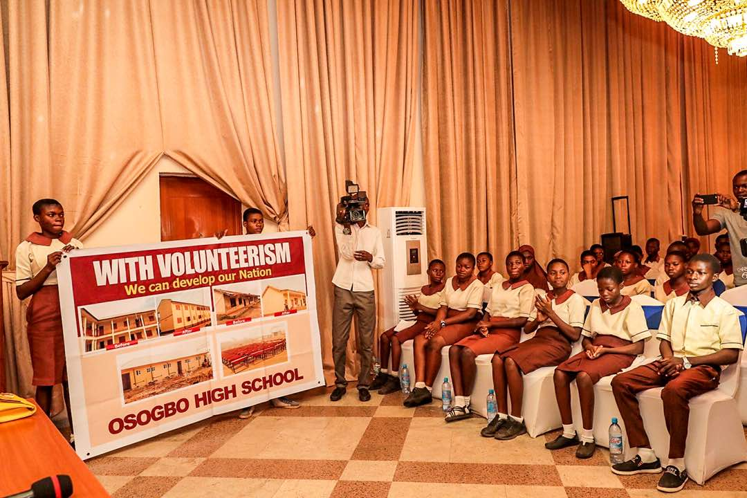 PHOTONEWS: Governor Aregbesola Receives 80 Students Who Rebuilt School