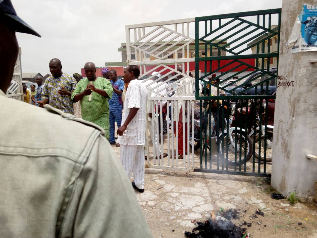 BREAKING: Omisore Supporters Burn PDP Flags