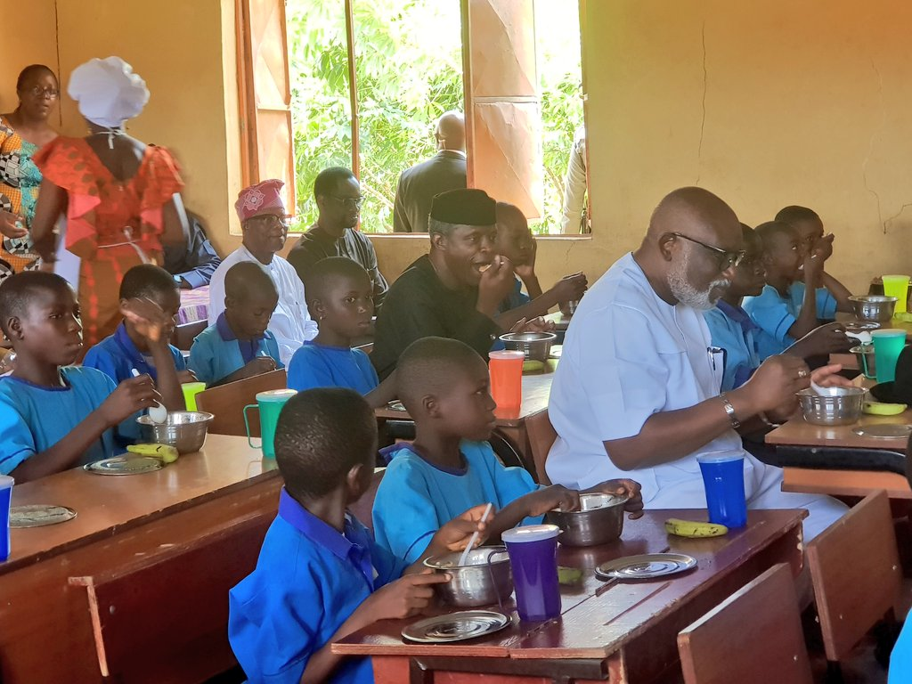 PHOTO/VIDEO: Osinbajo Shares Meal With Ondo Primary School Children